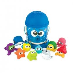 Vonios žaislai kibirėlyje